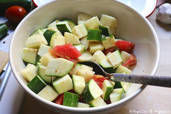 Mélangez les légumes et assaisonnez