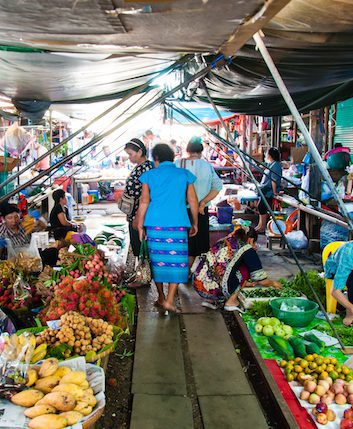 Maeklong Market ©Constantin Stanciu shutterstock
