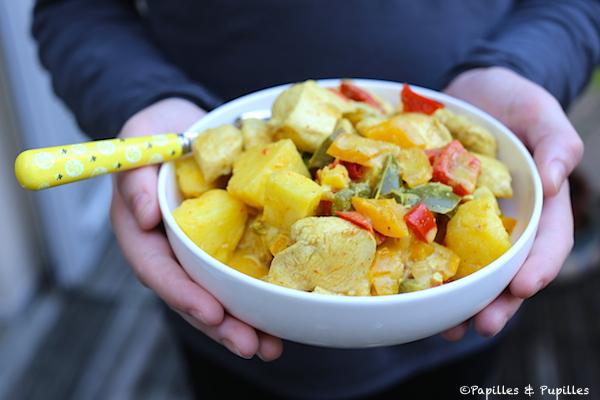 Poulet à l'ananas au curry et au lait de coco