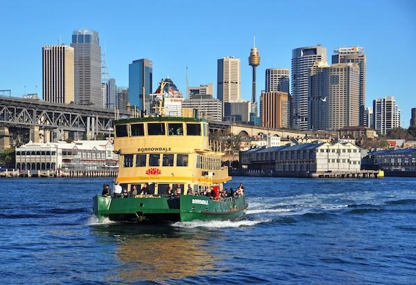 Ferry Sydney (c) NigelSpiers : Shutterstock.com