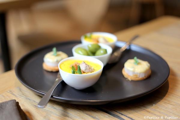 Merlu mariné aux fruits de la passion, Velouté potiron et foie gras, Olives de Lucques