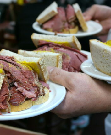 Sandwich smoked meat - Schwartz, Montréal