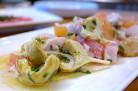 Salade de poisson cru, pamplemousse et artichauts