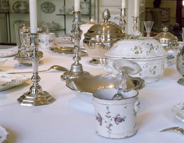 Détail de la table de la salle à manger de l'hôtel de Lalande ©Lysiane Gauthier