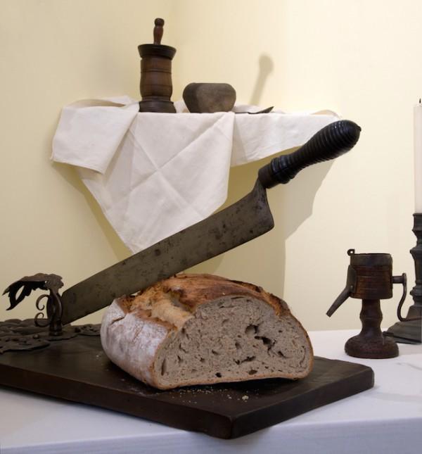 Tranchoir à pain et moulin à épices