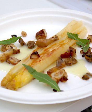 Asperges blanches des Landes, bulots sauce Worcestershire