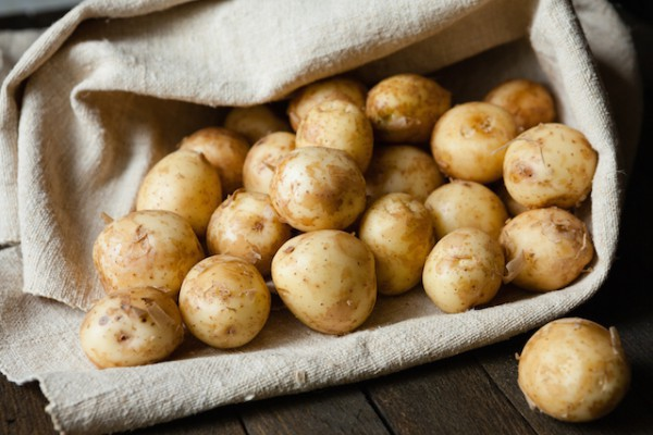 Pommes de terre nouvelles ©Olha Afanasieva shutterstock