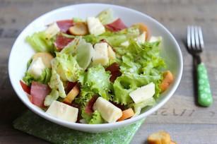 Salade au Reblochon et à la viande des Grisons