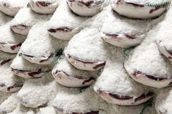 Jambons dans le sel ©Moises Fernandez Acosta shutterstock