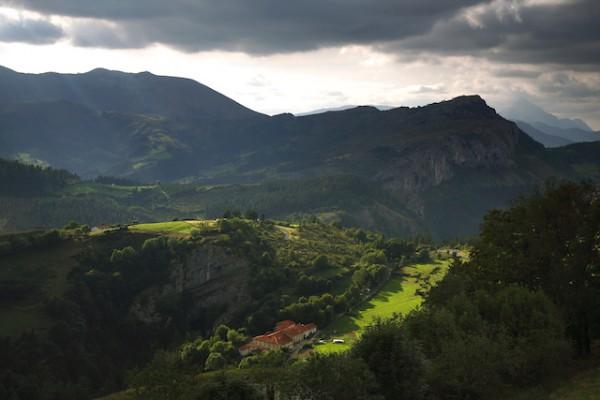 Montagnes et vallées de la côte Basque © 2009 Basquetour