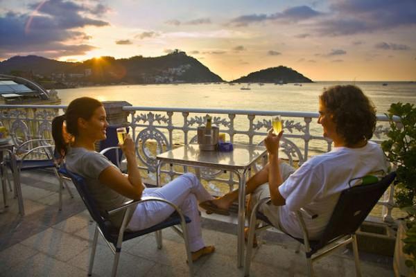 Cafe terrace. La Concha beach. San Sebastian. Donostia. ©BasqueTour 2009