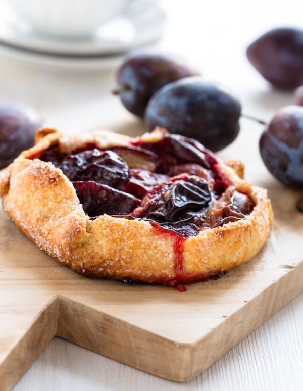Tarte aux prunes ©istetiana shutterstock