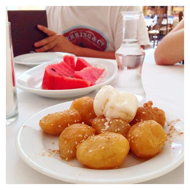 Pastèque - beignets au miel et cannelle, raki - toujours offerts avec l'addition - Crète