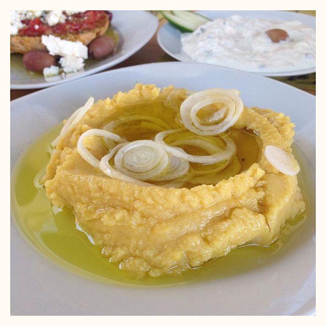 Fava - un des mezze grecs : purée de pois cassés jaunes et huile d'olive (même technique que le hoummous) - succulent