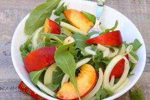 Salade de roquette fenouil nectarines et noisettes
