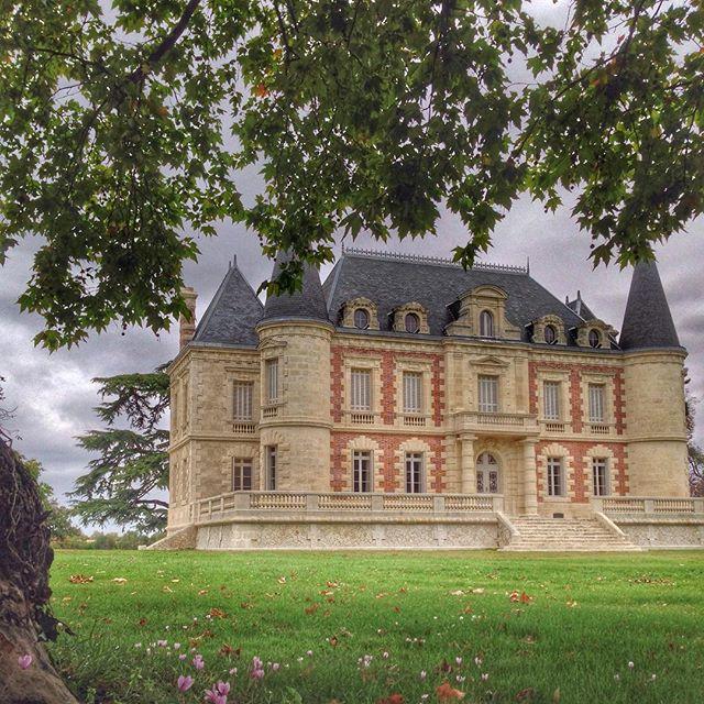 Le très beau Château Lamothe Bergeron - Cru bourgeois - Bordeaux @lamotheBergeron