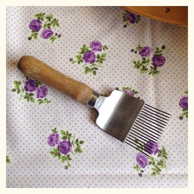 Devinette - à votre avis à quoi sert cet outil - cela a un rapport avec quelque chose qui se mange ;)