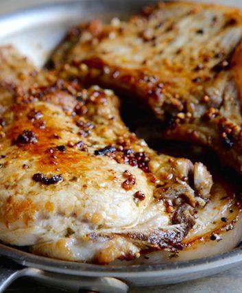 Côtes de porc à l'ail et aux graines de moutarde