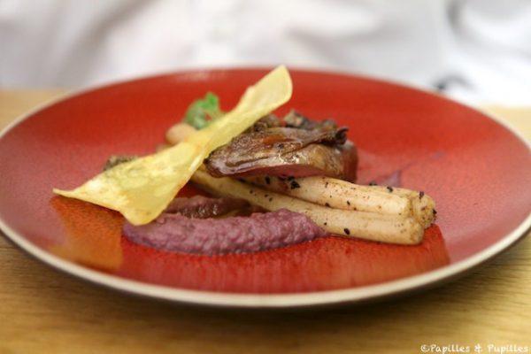 Le demi pigeonneau, le suprême rôti, la cuisse au jus, salsifis, olives