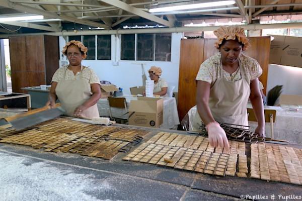Cuisson des gâteaux manioc
