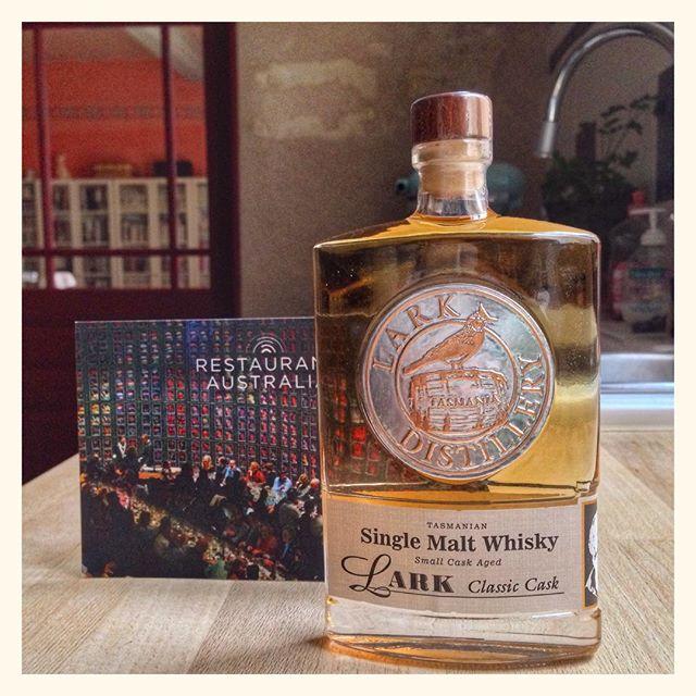 Recevoir un an après une flasque de whisky de Tasmanie c'est magique #restaurantAustralia