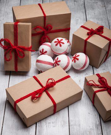 Paquets cadeaux (c) LiliGraphie shutterstock