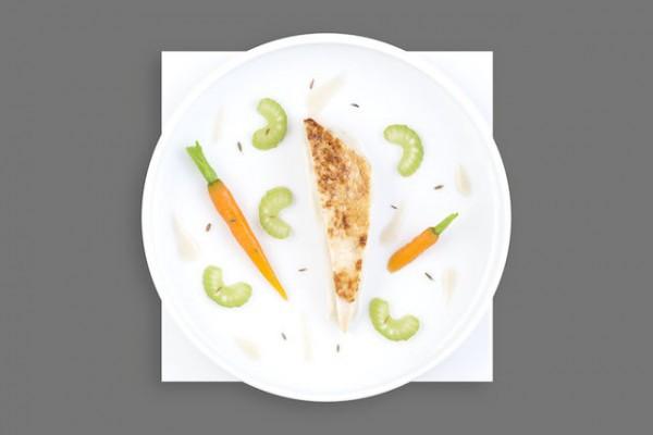 Filet de volaille rôti moelleux carottes et céleri branche, sauce suprême au cumin