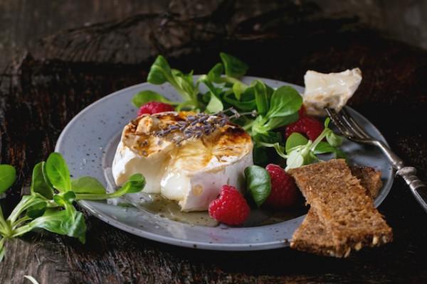Salade chèvre chaud (c) Natasha Breen shutterstock