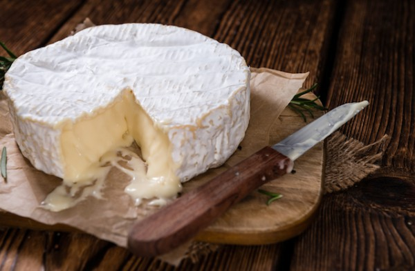 Camembert sur planche (c) HandmadePictures shutterstock