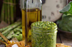 Pesto alla Genovese (c) Elena Veselova shutterstock