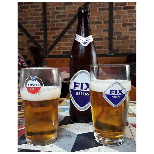 Boire une bière et écouter du rebetiko, le blues grec, en live. Super chouette