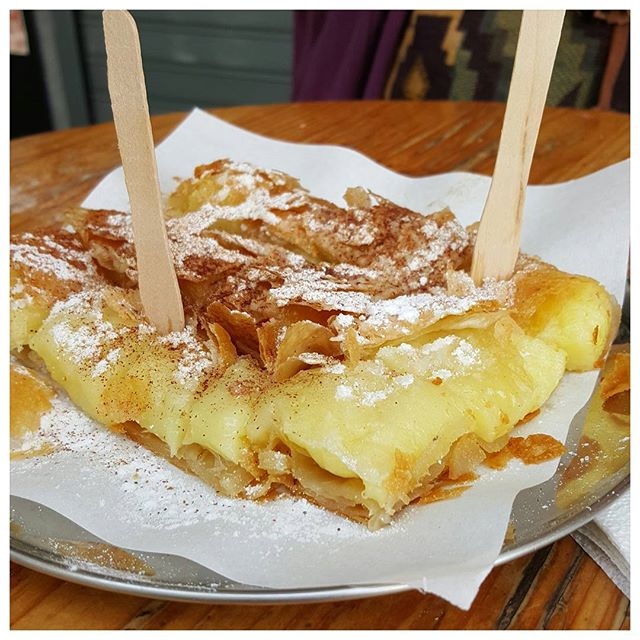 Bougatsa - feuilletés à la crème et cannelle