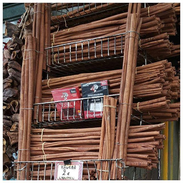 Bâtons de cannelle - Marché Athènes