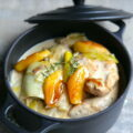 Escalopes de poulet aux poireaux, pommes et cidre