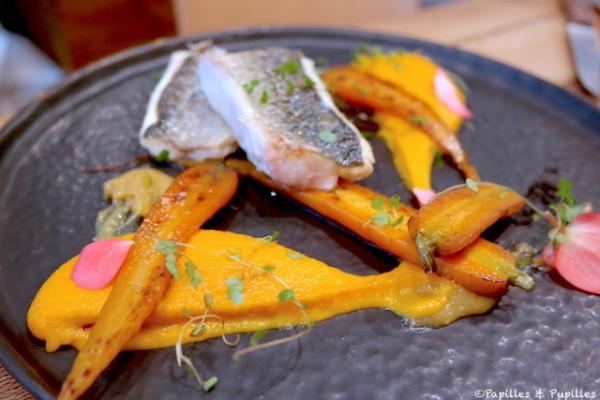 Bar moucheté, purée de carottes caramélisées et condiment au citron confit