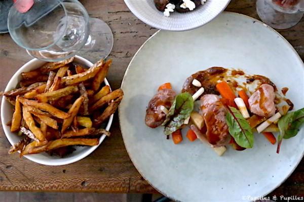 Filet mignon de porc Ibaïama de chez Louis Ospital (à Hasparren dans les Pyrénées Atlantique), cuit doucement. Il est servi avec les premiers légumes de printemps cuits à la française (panais, carottes, jeunes asperges) et servis avec un jus de cochon et un condiment ail rôti et pruneaux absolument succulent.