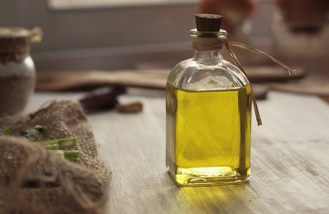 Huile d'olive vierge extra (c) alika shutterstock