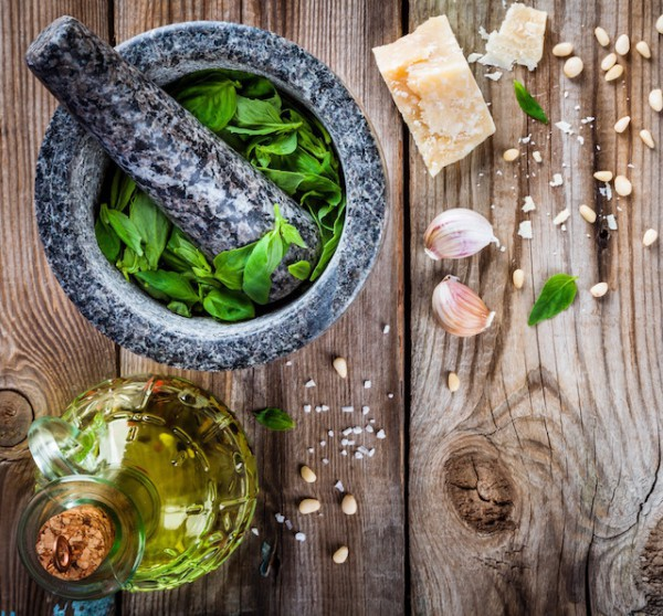 Ingrédients pour Pesto (c) Ekaterina Kondratova shutterstock