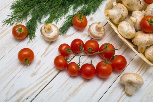 Champignons tomates (c) Yuliia Kononenko shutterstock