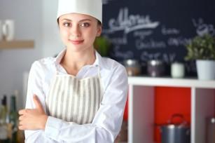 Femme Chef (c) sheff Feshutterstock