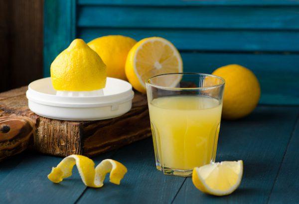 Jus de citron (c) Tanya Sid shutterstock