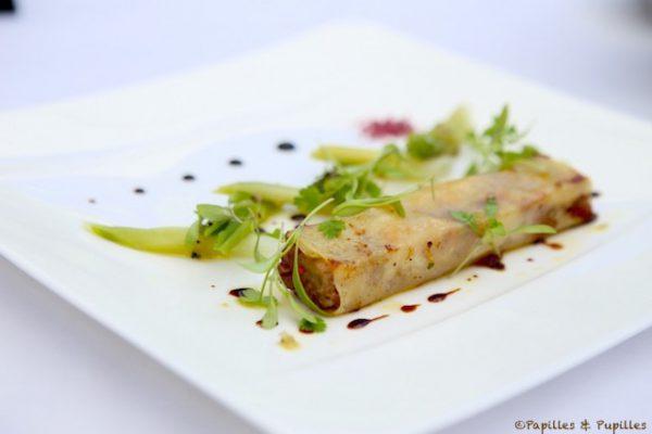 Effiloché croustillant de joues et pieds de cochon, foie gras, mini poireaux, vinaigrette truffée