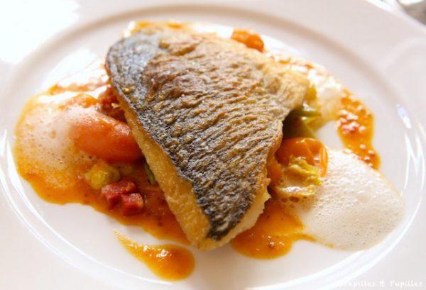 Retour de pêche – Daurade, mitonnée de mini tomates au chorizo, écume de Parmesan