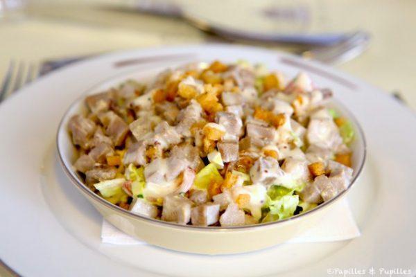 Salade romaine et langue de veau, sauce crémeuse à la moutarde