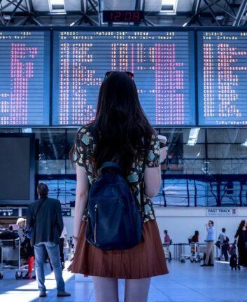 voyager - Femme dans un aéroport