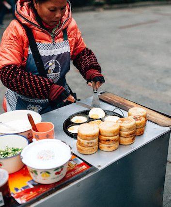 Manger en voyage (c) Dave See CC BY 2.0