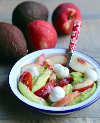 Salade avocat nectarine mozzarella