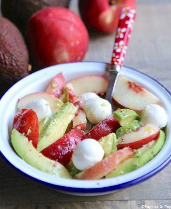 Salade mozzarella nectarines avocats