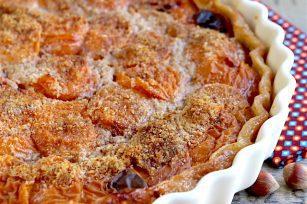 Tarte aux noisettes et abricots