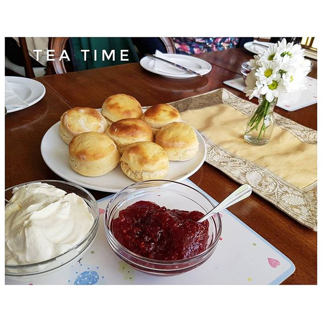 Scones, confiture de framboises et clotted cream. What else ?